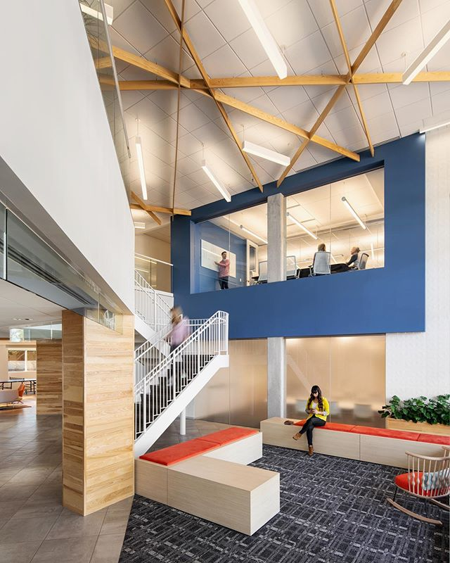 We love this dynamic entry at the 2-10 Home Buyers Warranty headquarters!  #flashbackfriday #corporateheadquarters #interiordesign #welistenthencreate #workplacedesign #wellness #texture #contrast #wood #atrium #lobbydesign #entry